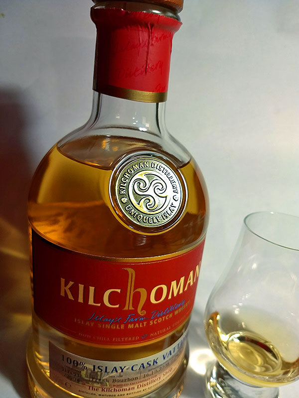 Picture of a bottle and a dram of Kilchoman 100% Islay Cask Vatting
